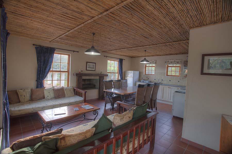 Grysbok Lounge kitchen
